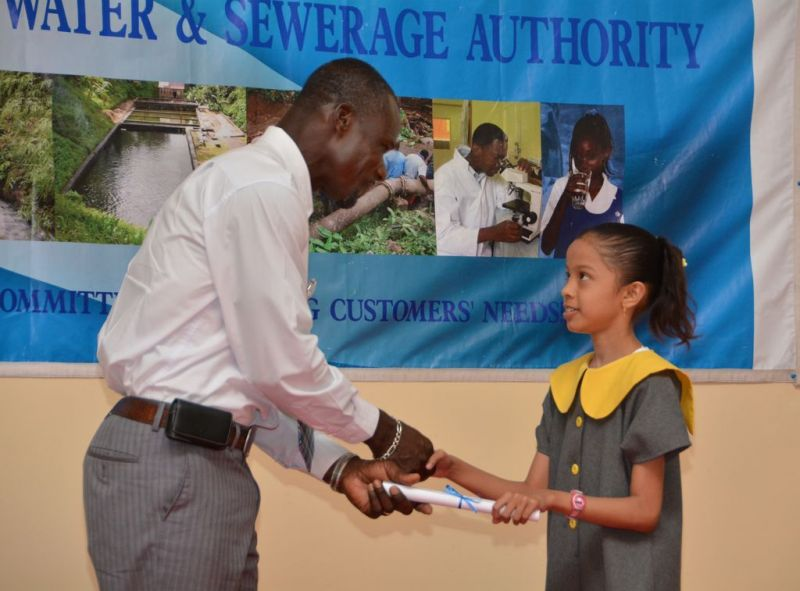 Deputy-Chairma-Adrian-Gabriel-makes-presentation-to-competition-participant-2result