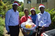 Distribution-team-with-benficiary